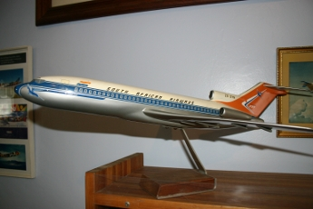 "Boeing 727 ""factory issue"" model"
