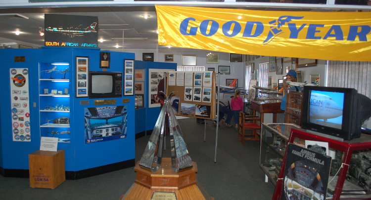 South_African_Airways_Museum_display_hall_14